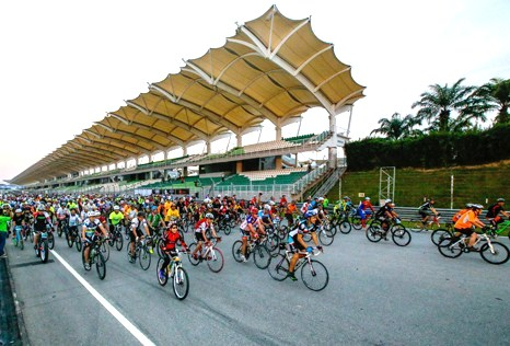 Biggest Merdeka Summernats Malaysia 2014 bicycle gathering