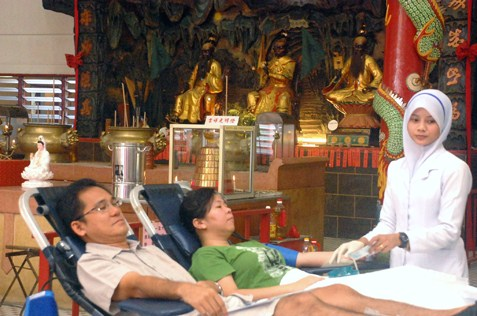 Blood donors at temple