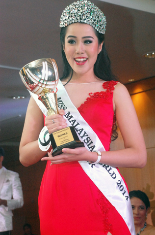 Newly crowned Miss Malaysia World 2014 Dewi Liana Seriestha is all smile with the winner trophy