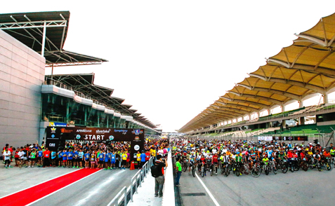 Some 5,835 runners and cyclists getting ready for the 11.08km Merdeka Run on the Sepang F1 track