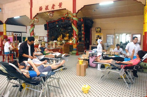 Wong Loo Sen See Chee Choong Temple, Cheras organized the first blood donation drive on its premises
