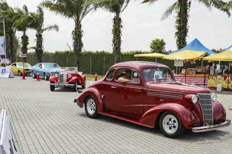 street parade of classic cars at Summernats Malaysia 2014