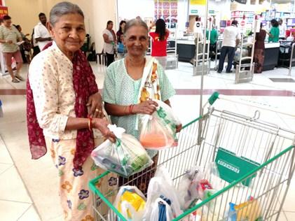 Jom Shopping Deepavali 2014 - Supalethcumy and Sundrammal with their grocery purchase