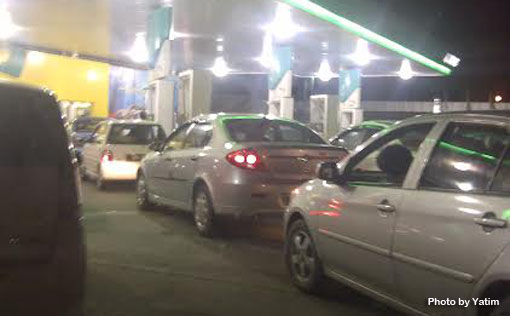 miri petrol stations jam packed petrol price hike copy