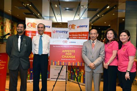 [fourth from left] Tan Sri Dato' Ajit Singh, Chairman of the Board of Trustees, MERCY Malaysia flanked by [from left] Wong Kah Lin, CEO of TCRS Restaurants Sdn Bhd, Prof. Tan Sri Dato' Dzulkifli Abdul Razak, Dato' Dr Ahmad Faizal Perdaus, President of MERCY Malaysia, Raja Riza Shazmin Raja Badrul Shah, Honorary Secretary of MERCY Malaysia, Toh Puan Dato' Seri Dr Aishah Ong, Dr Elizabeth Lee and Mrs Gaik Wong, Founder of TCRS Restaurants Sdn Bhd.