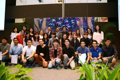 Tanjong Heritage Art Competition 2014 winners, competition judges and company in a group photo