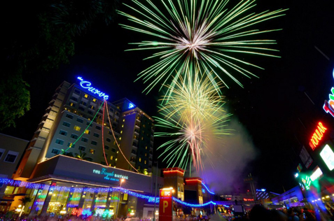 A spectacular fireworks display to ring in the New Year at MDCC awaits visitors, runners, and carnival-goers