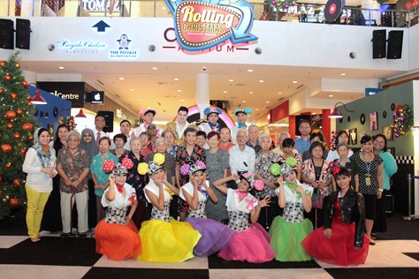 Joyhaven Home's senior citizens, performers, and eCurve's management team gather for a group photo in a rocking end to the Christmas event.