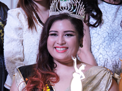 Jumbo Queen 2014 Alice Adrianna flashes a winning smile.
