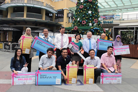 The 10 lucky winners received their prizes from the Curve
