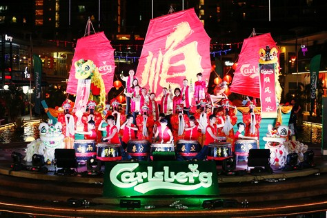 Carlsberg Malaysia management team onboard the Carlsberg Smooth Sailing Ship, flanked by Gods of Prosperity, lion dancers and Chinese drummers at the 2015 CNY launch.