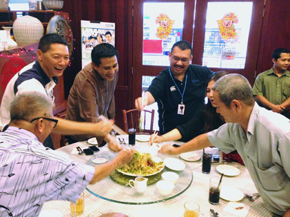 Jazmi Kamarudin, management team and senior citizens enjoy tossing the yee sang