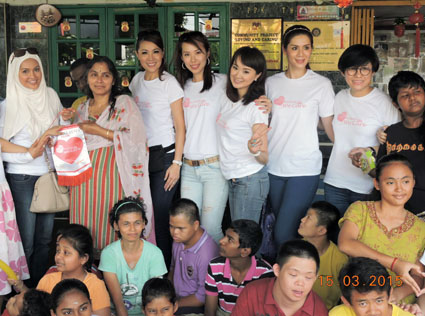Charity visit to Taman Megah Handicapped & Disabled Children's Home: Home's president R. Umah Kumar (second from left) together with former Miss Malaysia beauty queens (L-R) Susan Manen, Carol Lee, Lavence Lim, Lim Sui Pei, Karmen Khor and Frennie Hew.