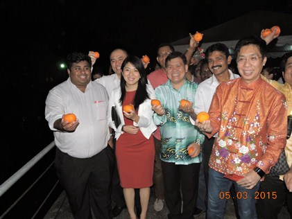 VIPS prepare to throw mandarin oranges during the Goh Meh night at Taman Jaya