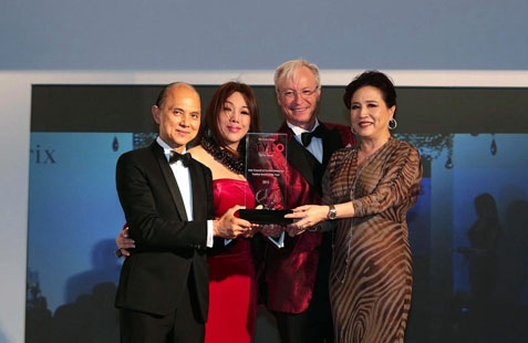 From left - Datuk Jimmy Choo, Datuk Nancy Yeoh and Roland Folger presenting 'Fashion Brand of the Year 2015' award to Pat Liew of BritishIndia
