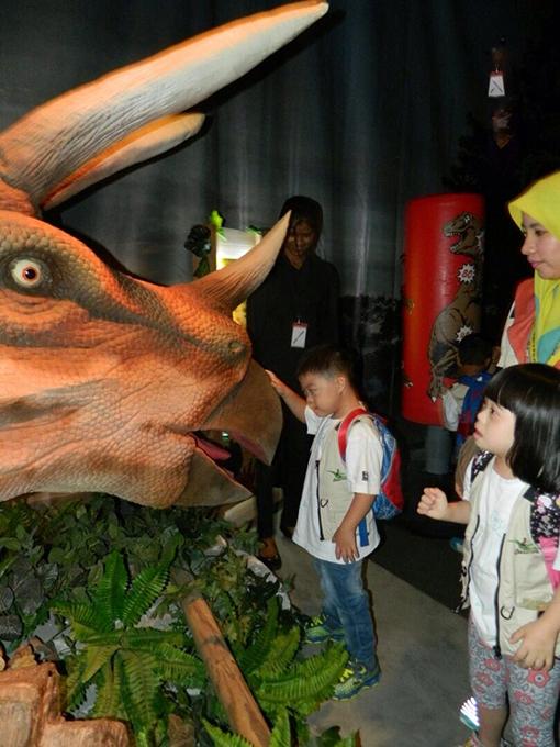 Mesmerised by the animmatronic dinosaur on display