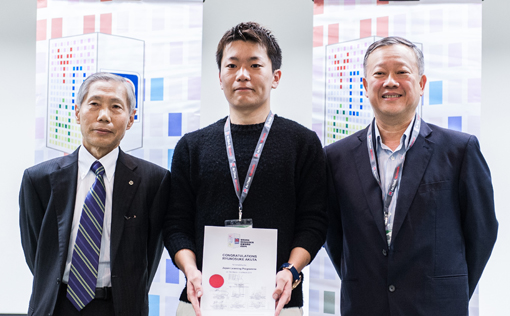 Mr. Nishijima (left) and Mr. Wee (right) present the overall winner of N...