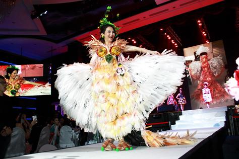 Mrs Malaysia Asia International 2015 finalist (Classic)  Vivienne Kong Yuk Ing - Mrs Creative