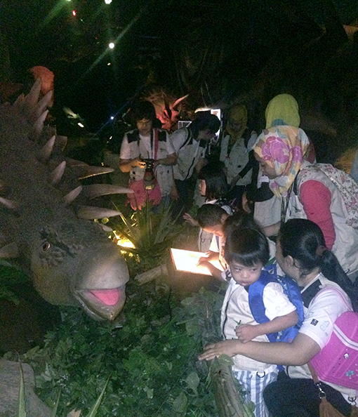 The children learning about the dinosaurs from the didactics with the help of KDSF teachers and volunteers