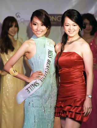Anne Lim receives her Miss Beautiful Smile sash from head judge iCreative Entertainment director June Chow