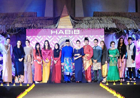 Habib Jewels managing director Dato' Sri Meer Habib with celebrities during the Rantaian Kasih launch