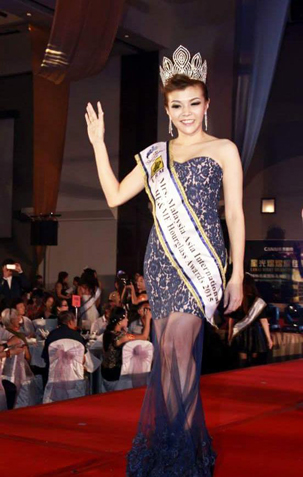 He&ME Ambassador Shirley Teo waves and greets the crowd with her He&ME Hourglass Award sash she had won during the Mrs Malaysia Asia International 2015 pageant finals last April.
