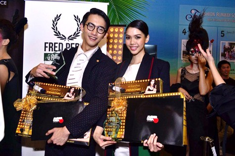 Jayden Yen and Bella Chee received the  award for Most Promising Male Model 2015 and Most Promising Female Model 2015 respectively at Amber Chia Academy 5th Graduation Show 2015