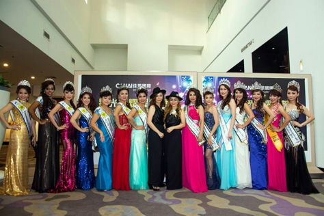 Karen Tan and Venus Cheng (centre, at left and right, wearing black gowns) in a pose with their beauty queens of Mrs Malaysia Asia International 2015.