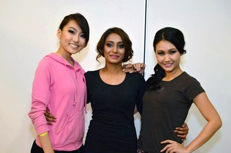 Seen here are (L-R) Anne Lim, Paveetha and Janice Tan happily posing for the camera after a Miss KL Earth 2015 semi-final.