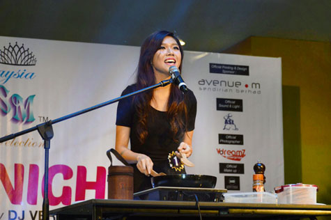 Felicia Chia's multitasking ability to sing while cooking wins her the third spot for Miss Talent award