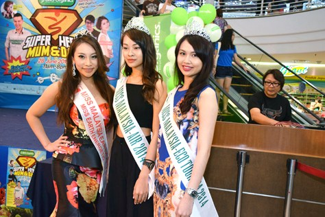 (L-R) Miss Malaysia Earth Energetic 2013 Sarah May Low, Miss Malaysia - Air 2014 Coco Tan and Miss Malaysia – Eco Tourism 2014 Adelina Chan
