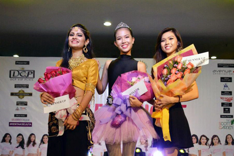 Miss Wilayah Tourism 2015 -Miss Talent subsidiary award winner Yew Jie Ying (centre), first runner-up Vanessa Cruez (left) and 2nd runner-up Felicia Chia (right)