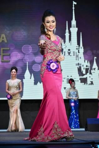 Mrs Malaysia Globe 2015 winner Joanne Lye