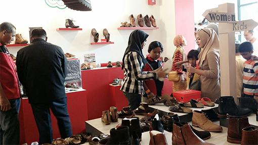 Shopping at Kickers Warehouse 1