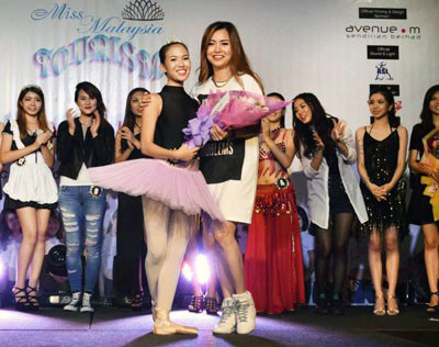 Yew Jie Ying received her Miss Talent subsidiary award from Miss Wilayah Tourism 2015 pageant director Ivlyn Tan