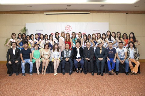 Dato' Anna Lim and Miss Malaysia World 2015 finalists posing for a group photo with sponsors and partners