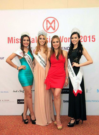 Dato' Anna Lim (in red dress) poses with (L-R) Cassandra Devi (2nd runner-up), Dewi Liana Seriestha (winner) and Bob Low (1st runner-up), all winners of last year's Miss Malaysia World 2014.