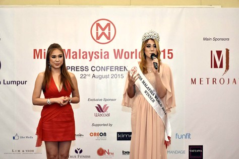 Miss Malaysia World 2014 Dewi Liana Seriestha sharing her experience with this year's finalists. Looking on is Dato' Anna Lim.