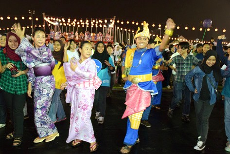 veryone is invited to dance along with the performers from Malaysian Cultural Dance Group at Bon Odori 2015 in Shah Alam