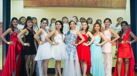 Miss Malaysia Petite World 2015 finalists pose for a group photo with pageant organiser Madam Lim Siew Cheng (centre).