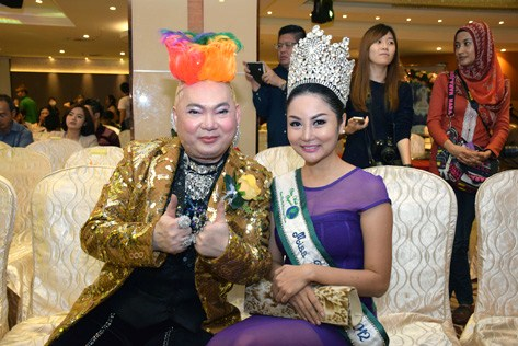 Miss Petite World 2012 Irene Tan (right) with singer John Chong