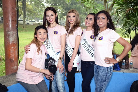 Miss Cosmopolitan Malaysia 2015 pageant organisr Amelia Liew (first from left) with some of the contestants during the charity photoshoot at Central Park.