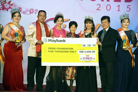 Miss & Mrs Malaysia Petite World 2015 pageant presented mock cheque of RM5,000 to Pride Foundation Malaysia