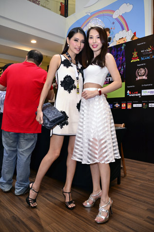 Amber Chia (left) and Lavence Lim (Miss Malaysia Tourism Queen of the World 2004
