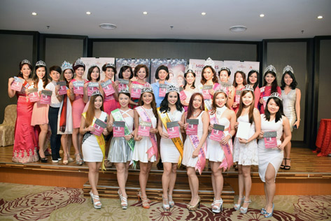 S2 Signature founder and CEO Stella Lim (back row, eighth from right) with Madam Lim (on Lim's right) in a group pose after presenting gift vouchers to the pageant winners