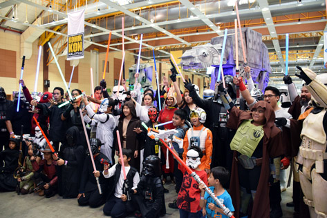 Star Wars fans with their lightsabers ready to strike at Komik Kon 2015