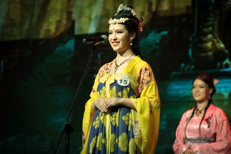 Angeline Loo in Ancient imperial concubine hanfu outfit