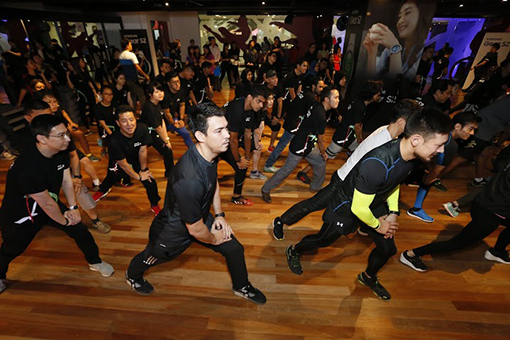 Celebrities and media members warming up for the heart-pumping fitness challenge. (First row from left) Mr Lee Jui Siang and celebrities take front stage during warm up session