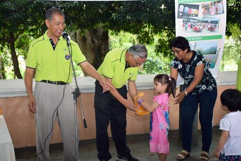 Children receiving their prizes