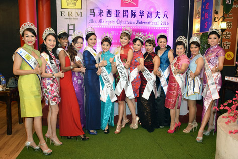 Beauty queens at Mrs Malaysia Chinatown International 2016 audition and press  conference